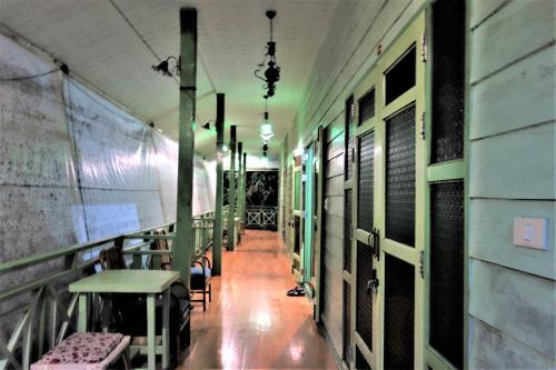 Baan rak Amphawa(バーン ラック アムパワー)<br /><br />12月05日(火)<br /><br />私達のお部屋は別棟の2階でこんな感じになっています。<br /><br />荷物の整理をすませて<br /><br /><br /><br />