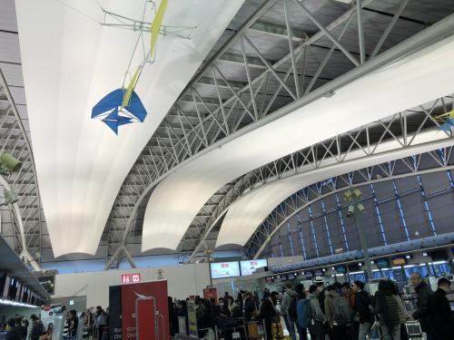 関西空港に到着。昨年くらいからさらに利用者が増えたためか、今回も手続きだけでギリギリの搭乗になってしまいました。