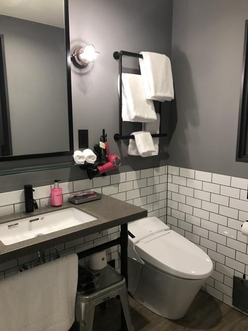 おトイレは ウォシュレット付き<br /><br />時々使ってるショッキングピンクの小物が可愛い!<br /><br />リクエストにタオル 多目って書いたけど 二つずつ…