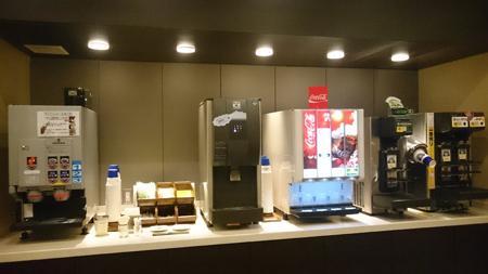 コーヒー、お水、ソフトドリンク、そしてビーーール!!