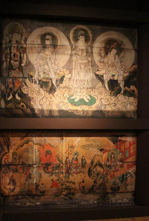 堂内の壁画も再現されている。