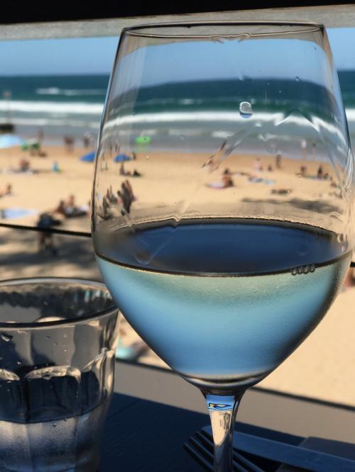 昼でもビーチリゾートではワインが我が家の定番
