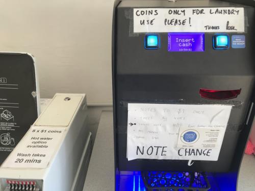 洗濯機は 1 $コイン 5 枚 で20分