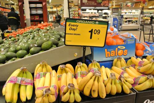 冬のアラスカに来たらバナナを買うのをお忘れなく。