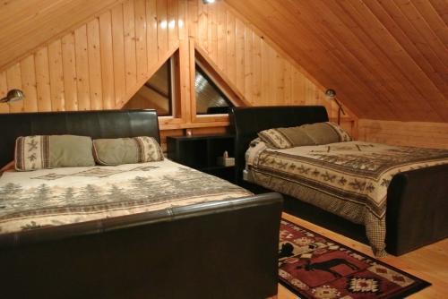 1階と2階に寝室があり、家族4人にはもったいない広さ。