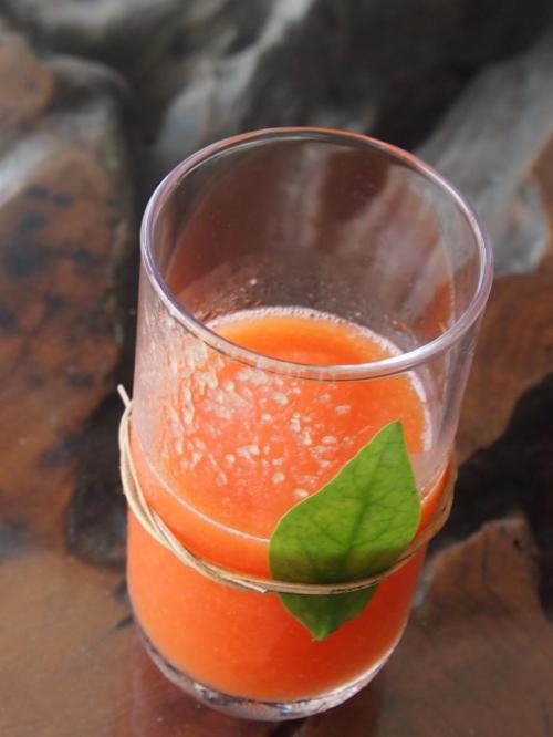 ただ、このジュース、身体には良さそうだけど、美味しいかどうかは微妙だなぁ。ショウガが効いています。