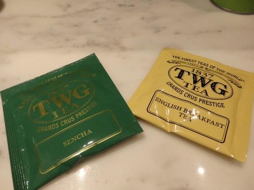 紅茶は嬉しいTWG。おいしかったです。<br /><br />ただこちらのホテル、次は泊まらないです。<br />詳しくはブログのほうに書きましたが、スーツケースがなかなか届かない。<br />レイトチェックアウトをチェックインの時に了承してもらったのに<br />12時過ぎると掃除の人来るし、チェックアウトの催促の電話くるし・・・。<br />予定が狂いました^^;<br /><br />コンラッドのスタッフは、すれ違うと必ず皆さん笑顔で声をかけてくれたのですが、このホテルはそれが全く無いんです・・・。<br />どういう教育してるんですかねマリオットは。<br /><br />日本国内はいいとして、海外のホテルになると正直マリオットは<br />選択から外そうかなって思うくらいです。<br />まぁ、今回たまたま対応が悪かったのかもしれないけど・・・。<br /><br />ちょっぴり残念な気持ちになってしまいました^^;<br /><br />