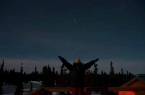 一晩オーロラの出現を待っていたけれど、おお、これがオーロラかあ、という明らか物は出現せず…。<br /><br />暇だったので、オーロラの出ない空で自撮り練習などして遊んでいました。