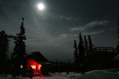 12/31 夜。<br />この日は満月ですが、満月でもオーロラは見えるらしいです。<br /><br />前日は雲でオーロラは見られませんでしたが、フェアバンクス2日目はオーロラが見えるでしょうか~。