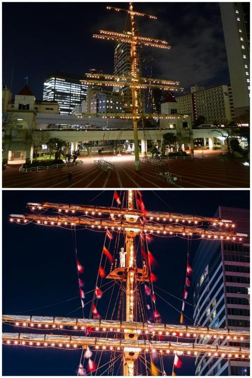 ツアーの受付時間(20:40~21:20)に合わせ、浜松町から竹芝桟橋に向かうと、目に飛び込んでくるのがこのモニュメント。<br /><br />竹芝埠頭公園にある帆船のモニュメントは、横浜みなとみらいに保存展示されている帆船・日本丸のマストのレプリカだそうです。<br />マストの上の方を見ると、水兵服を着た人形が立っています。