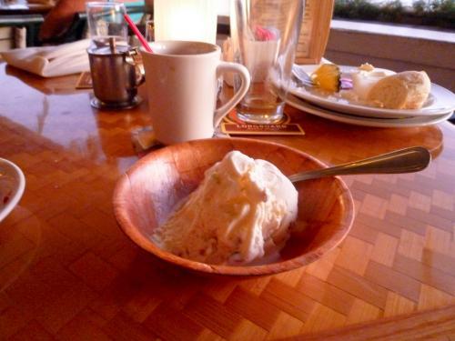 クーポンで頂いたアイスクリーム<br />大きいし、娘と私、それぞれに持ってきてくれたので(クーポンは1枚)食べきれませんでした<br />美味しかったです