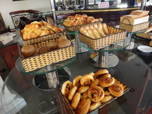 パンは昨日と種類がちょっと違うようです。