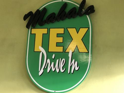HILOへ行きます。途中のTEXドライブインです。