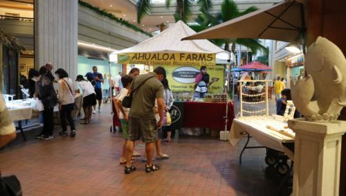 リージェンシー内では曜日によってマーケットが開催されています。<br />曜日が決まっているようですが、<br />ちょうど1日目に開催されていて楽しかったです♪