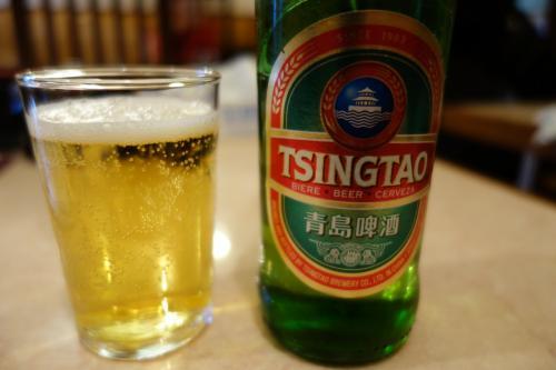 メニュー写真通りであれば、青島ビール、一本では心許ないけど…ま、そん時はそん時