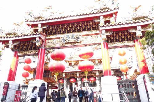 すぐ横ですから、関帝廟…AEでここまで変になったん初めてかも。チビ写真機、修理出さなあかんかな?