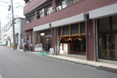 国鉄川崎駅からやと、京急よりは楽チンに来れますね。なんか、まだ明るい…ちうか、13:00過ぎたとこやしねぇ。