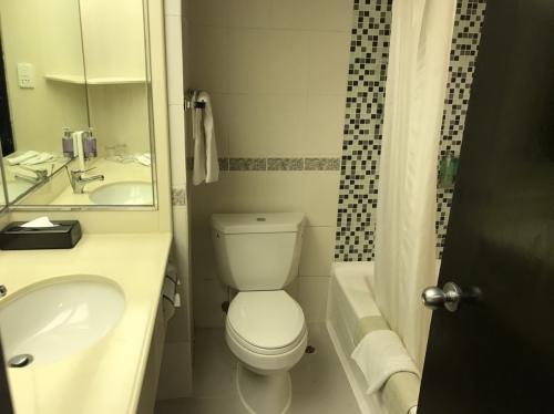 お風呂は浴室付き!<br />香港の人は、お風呂入らないらしい。<br />清潔だし、良いホテル!