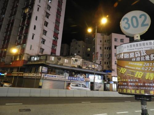 建物が高い高い!<br />香港、沖縄と同じくらいの面積で<br />人口が730万人もいるらしい。<br />そりゃ、建物高くするしかないよね。<br />ツアーのお兄さんによると、地震は起こらないらしい。<br />(そのあと、台湾で地震あったけどね・・・。)