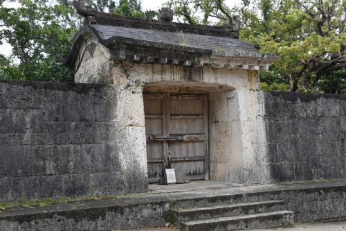 途中石垣にも門があったが、何の門かは記憶に無い。