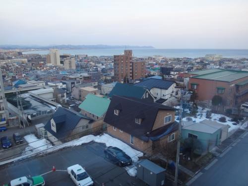 北海道・函館市 『函館山ロープウェイ』<br /><br />「山麓」駅~「山頂」駅までのロープウェイに乗車中に撮った写真。<br /><br />函館湾が見えます。