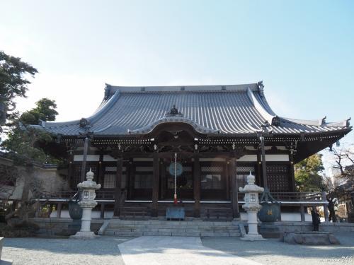 本覚寺 本堂<br /><br />大巧寺から直ぐ。<br />こちたのお堂も改修工事が終わり綺麗になっています。<br />お正月の戎さんでは、商売繁盛・家内安全などを祈願される方が多いです。