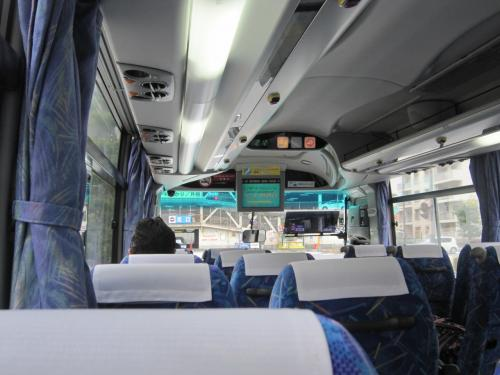 14:10関空行きリムジンバス<br />7,8名の乗車余りの静けさに睡魔に襲われ、起きたら関西国際空港15:05着