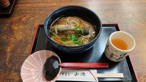お昼は永観堂禅林寺を出てすぐ目の前のおそば屋さんにしました。<br />久しぶりのにしんそばです。