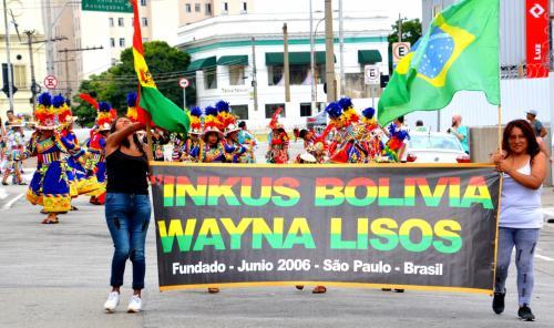 【ブラジルでボリビアカーニバル】<br /><br />そんななかなか行く事ができない「ボリビアのカーニバル」が、サンパウロのLuz(ルス)駅の近くで行われると聞いて、早速見に行くの記。<br /><br />http://www.pholia.com.br/