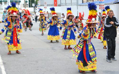 【ブラジルでボリビアカーニバル】<br /><br />ブラジル国内からだけでは無く、周辺各国からも商人たちが、衣類の買い付けに、集まって来ます。