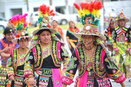 【ブラジルでボリビアカーニバル】<br /><br />ボリビアからの移民や出稼ぎ労働者も沢山います。