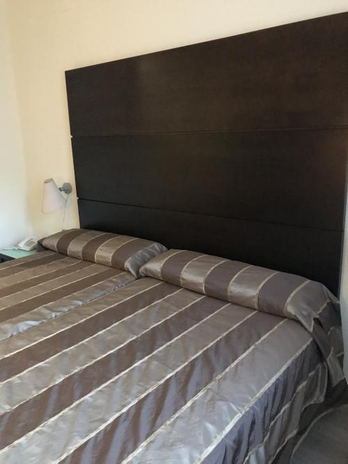 このホテルはエアコンがちゃんと作動し、嬉しい(日立)<br />そういうホテルに限って、毛布敷いてくれてる上に、クローゼットに2つも予備が入ってるし・・・