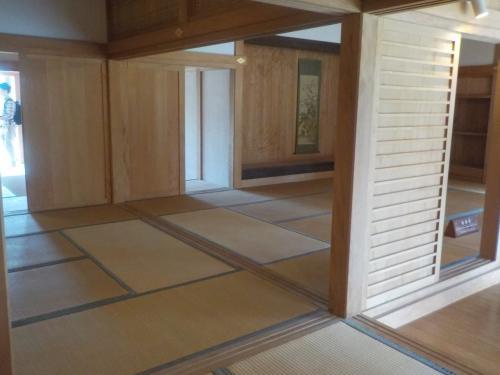 南殿の中にある書院。<br /><br />琉球畳の部屋で、やっぱり日本なんだぁって思いました。