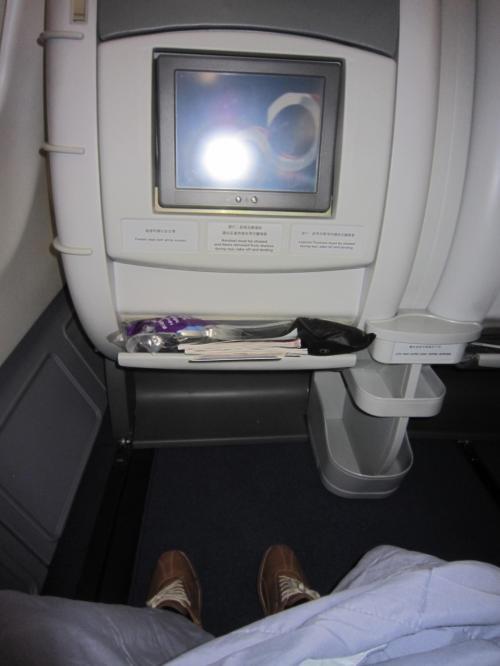 搭乗者は10名程度。 隣は空席です。