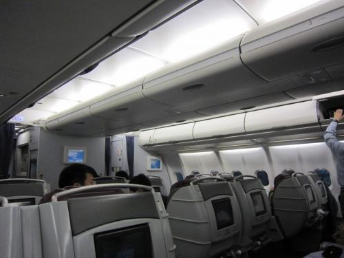 CI837 台湾23:10発が30分遅れて離陸<br />9割ほど搭乗率 意外と多い。<br />