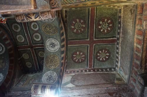 聖マリア教会内部の天井装飾。