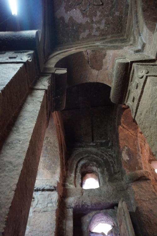 聖ゴルゴダ教会と聖ミカエル教会の内部。2つの教会は内部で繋がっています。