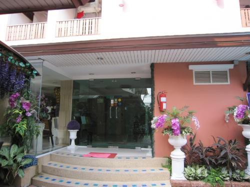 ホテル玄関口