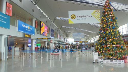 ダナンの空港内。結構大きいですね。