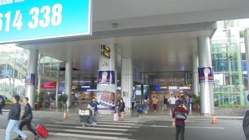 ホテルからのシャトルバスで空港に約2時間前に到着し,ほっと一安心。