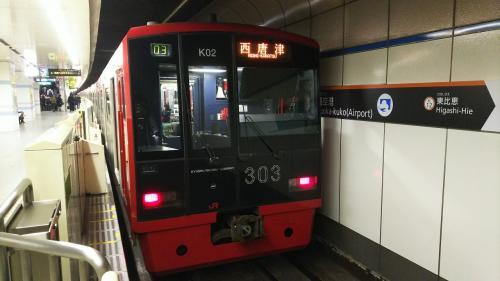 福岡空港を利用したことがある人なら、必ず乗る、地下鉄。<br />福岡に来ると、大抵は、博多や天神で降りますが、この日は、行先で表示されている西唐津の一つ手前、唐津駅まで、この電車に乗ります。