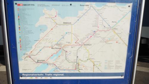 チューリッヒ中央駅から乗車した列車は、本来乗るべき列車でなかったようで、車掌さんから次で降りるよう指示が^^;)