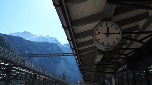 13年ぶりにラウターブルンネンの街へ。20年前の発スイスでは滞在もしたなつかしい街です。