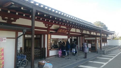 JR京都駅で市バスの1日乗車券を買って205系統で三十三間堂へ。<br />大概のバスが停まるので東山方面のバスなら何でも。<br />懐かしい感じです。<br /><br />拝観料600円。高いな。