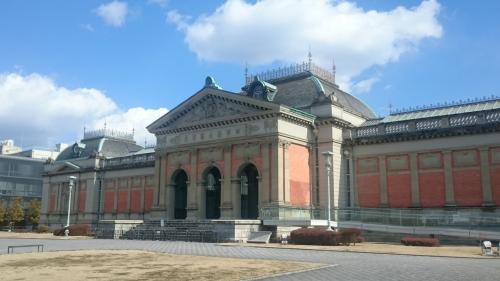 お向かいに国立博物館。JAFとかの各種割引があるので忘れずに。<br /><br />本館は耐震調査中で閉鎖。