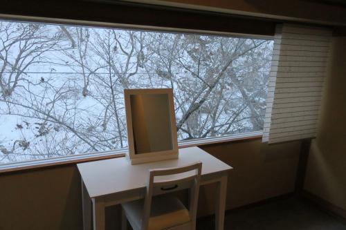白いドレッサーは、雪景色とマッチ。