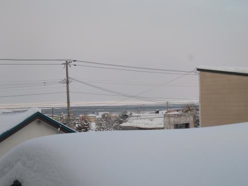 旅館の窓から流氷が見えました。