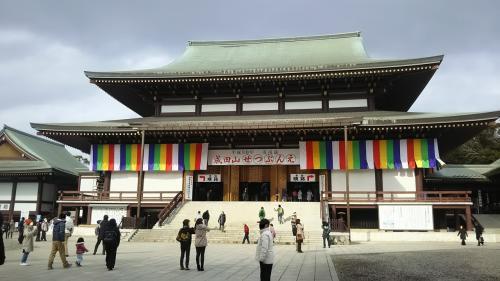 本殿に入って護摩、この中は撮影禁止でした。