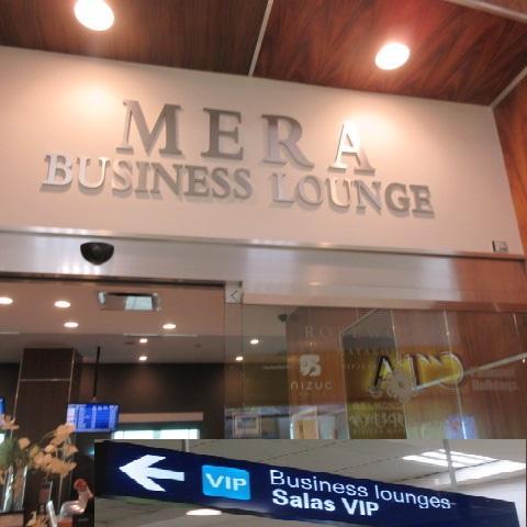 2時間前チェックインで空港内で時間を持て余すと思い、PPラウンジへ。ダイナースカードで入りました。Mera Business Lounge、表示はSALAS VIPと出ています。