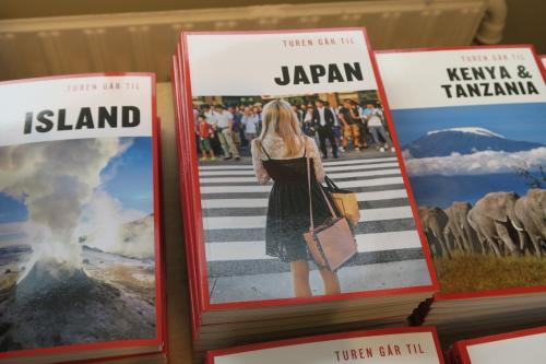 日本は、桜より着物より、あえてこれ!!<br /><br />私の一番仲良しのママ友がこの後ろ姿にそっくり!(o^^o)<br /><br />どの国も都市もセンスある特徴を捉えた表示で、全部写真欲しかった。